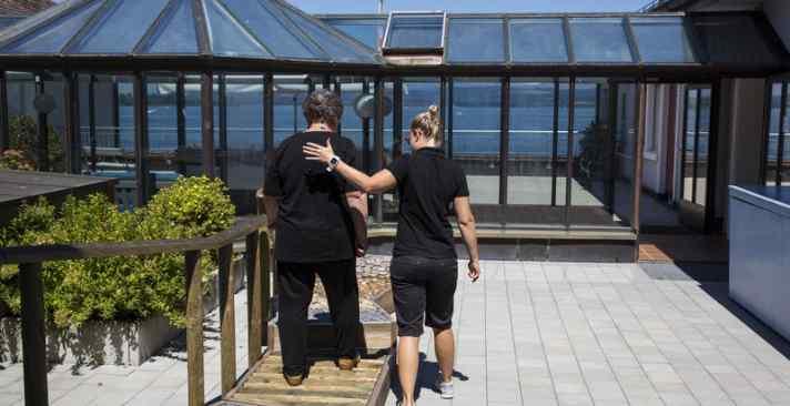 Geriatrische Rehabilitation im Alters- und Pflegeheim: Zurück in die Selbständigkeit