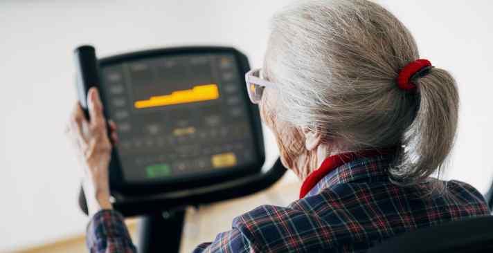 Mit Vibrationstraining beweglich und fit im Alter – Einblick ins Fitnesscenter Meilen