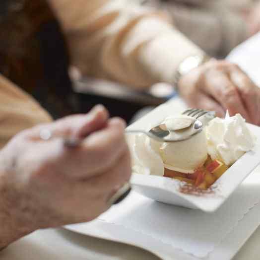 Wohlbefinden im Alters- und Pflegeheim: Saisonale Küche für Seniorinnen und Senioren